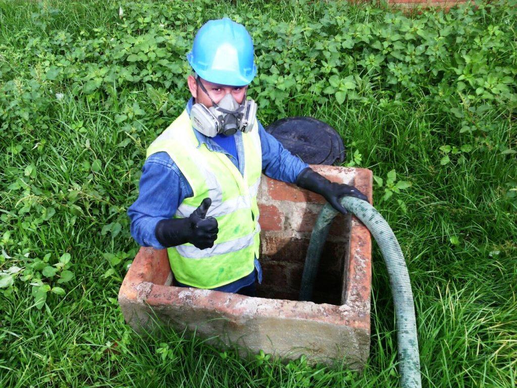 Succi n y limpieza de pozos s pticos for Limpieza de pozos de agua